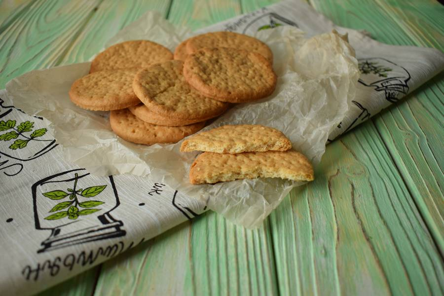 Соленое песочное печенье крекеры