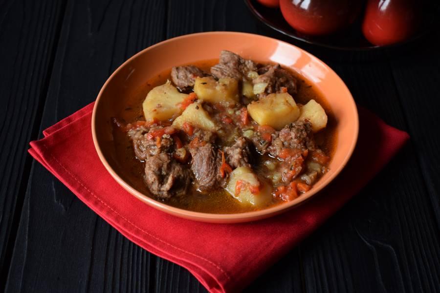 Телятина с болгарским перцем и картошкой