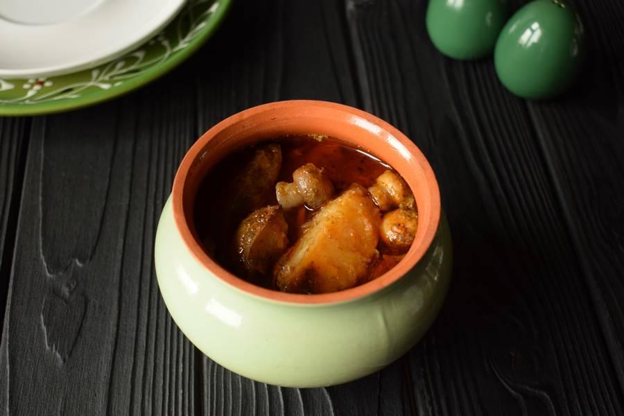 Телятина с картофелем и грибами, в горшочках