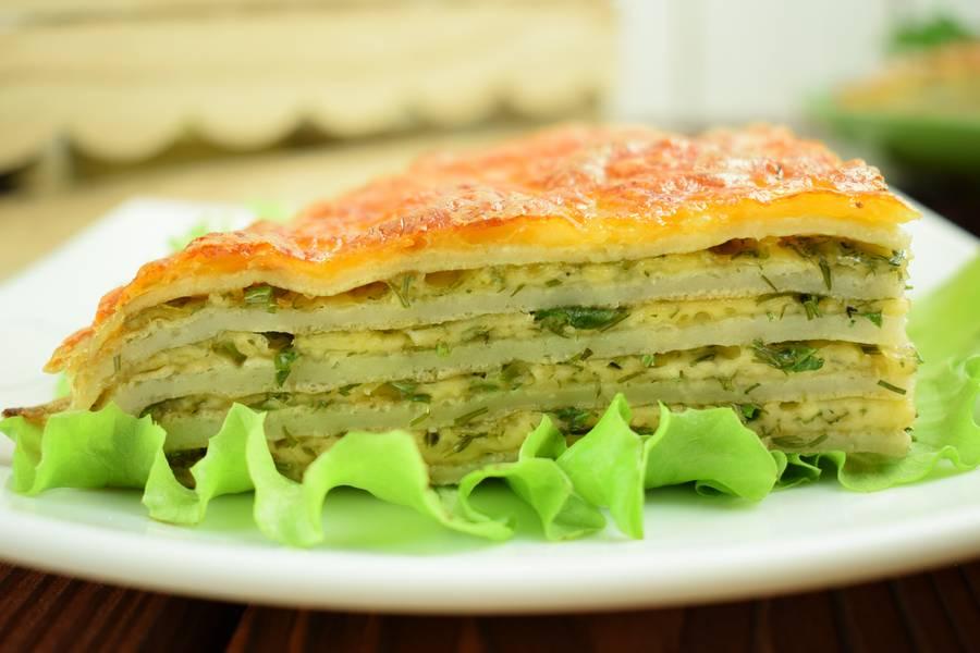 Блинный пирог с сыром и зеленью