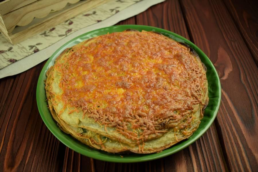 Приготовление блинного пирога с сыром и зеленью шаг 13