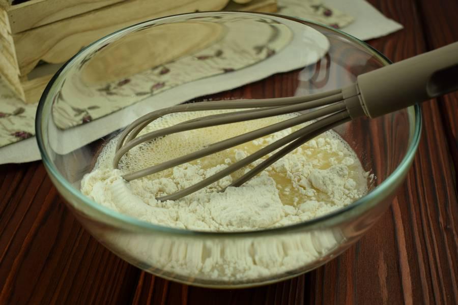 Приготовление блинного пирога с сыром и зеленью шаг 3