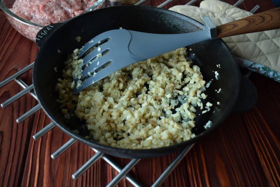 Приготовление фаршированных перцев с мясом и шампиньонами шаг 3