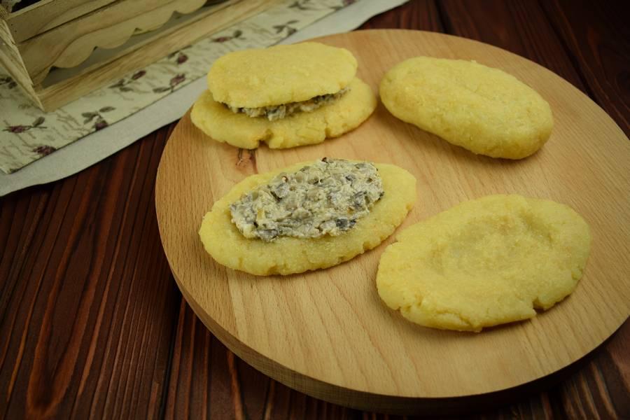 Приготовление картофельных зраз с грибами шаг 9