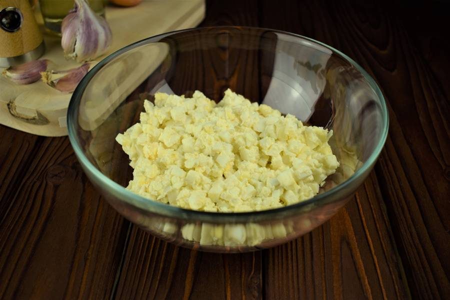 Приготовление мясных ватрушек с яйцом шаг 4