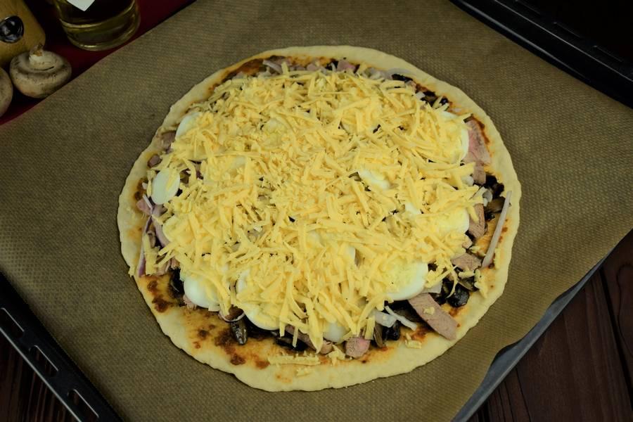 Приготовление пиццы с мясом и грибами шаг 16