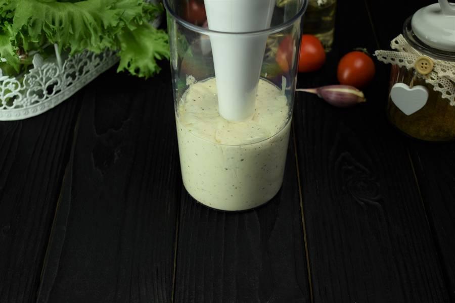 Приготовление салата с курицей, черри, перепелиными яйцами, крутонами шаг 5