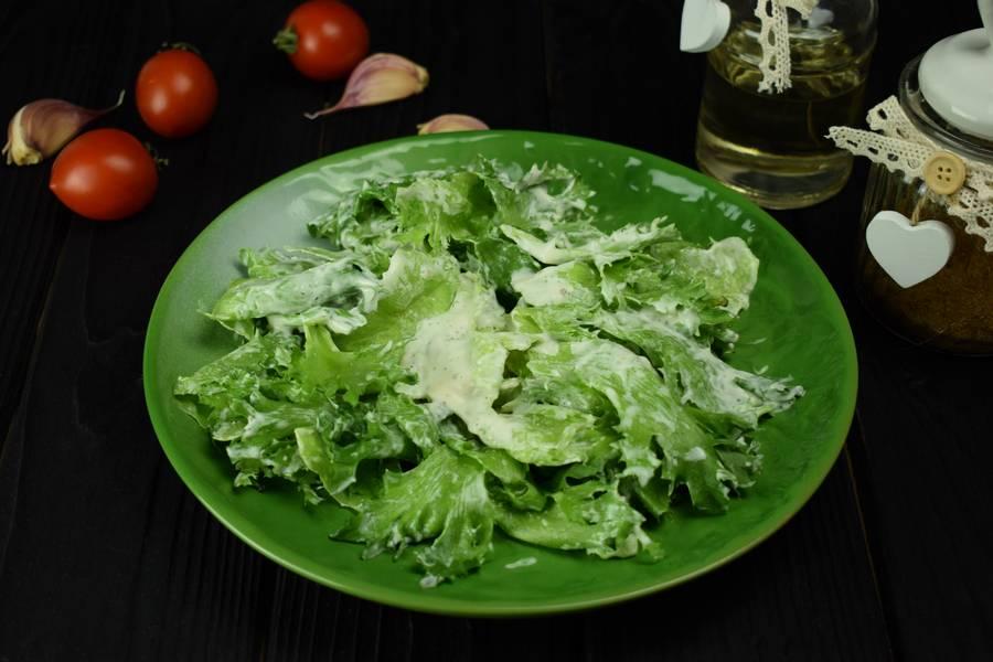 Приготовление салата с курицей, черри, перепелиными яйцами, крутонами шаг 7