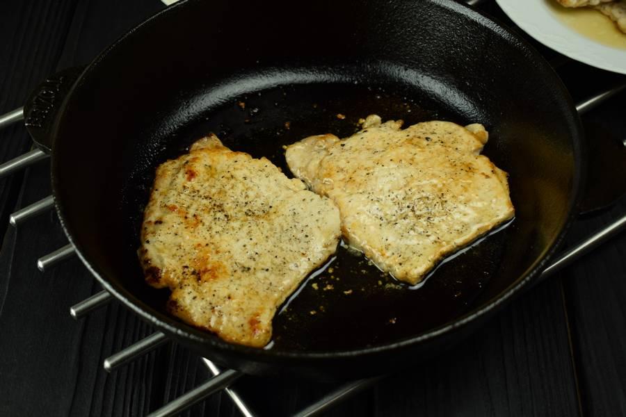 Приготовление свинины с болгарским перцем, запеченной под сыром шаг 3