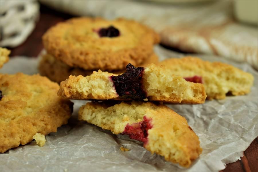 Сдобное печенье с клюквой