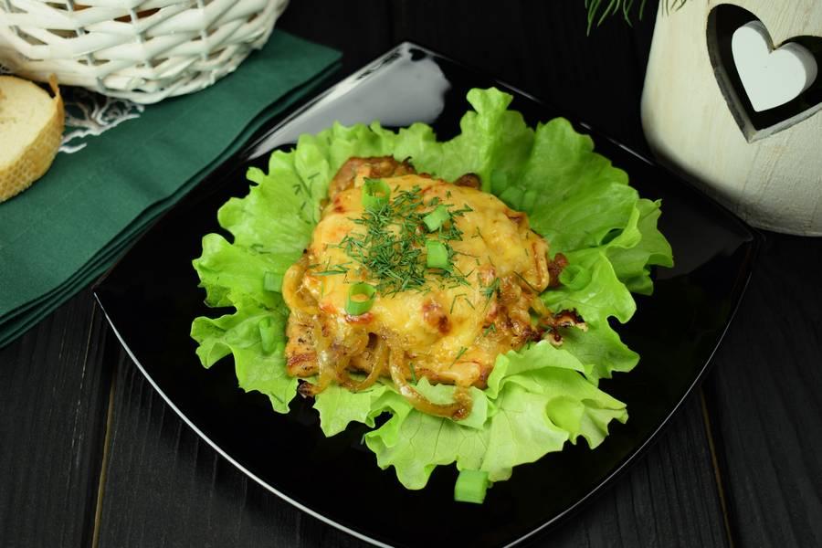 Свинина с болгарским перцем, запеченная под сыром