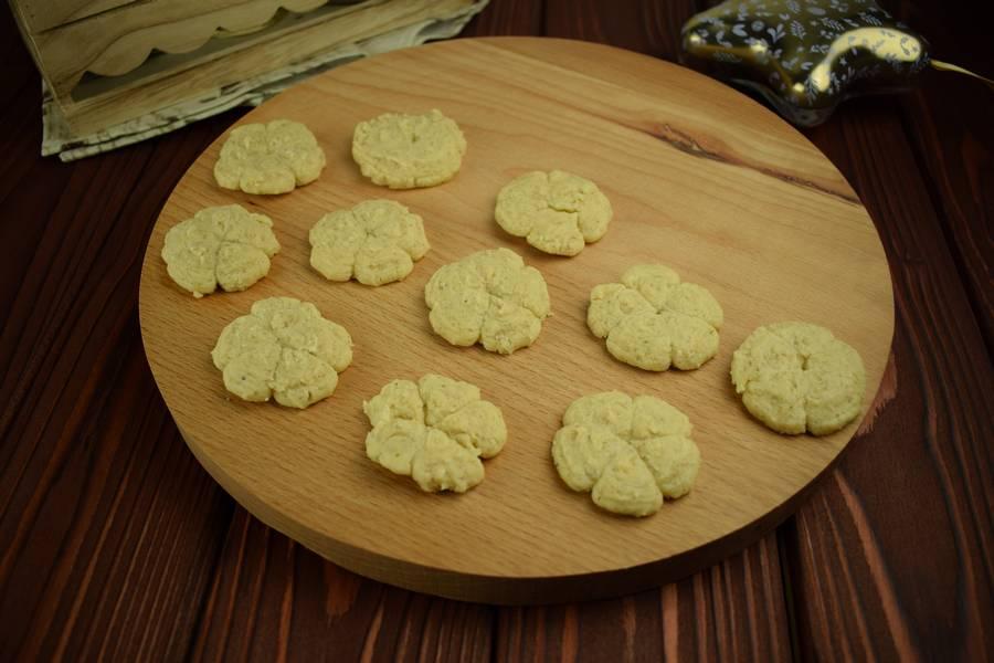 Приготовление орехового песочного печенья шаг 4