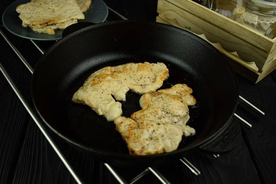 Приготовление свиной корейки с грибами и дижонской горчицей шаг 2