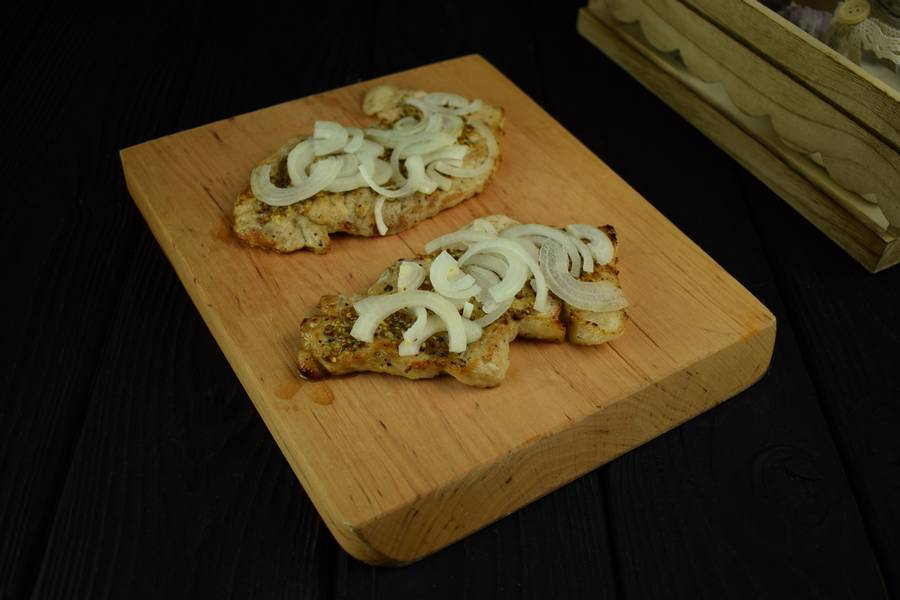 Приготовление свиной корейки с грибами и дижонской горчицей шаг 4