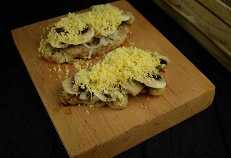 Приготовление свиной корейки с грибами и дижонской горчицей шаг 6
