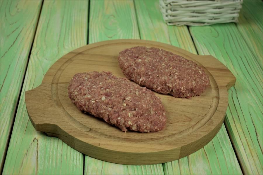 Приготовление свиных котлет, запеченных под сыром в духовке шаг 4