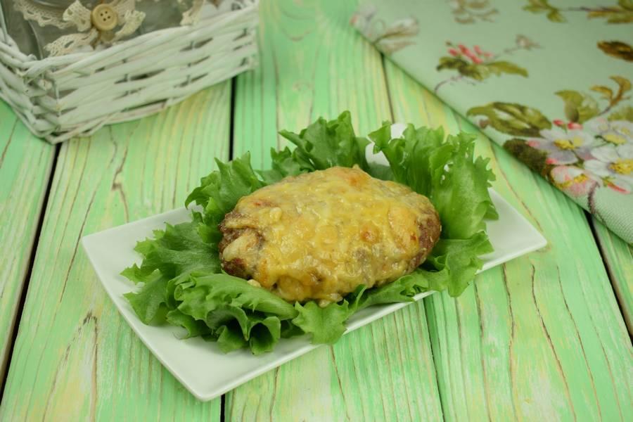 Свиные котлеты, запеченные в духовке под сыром