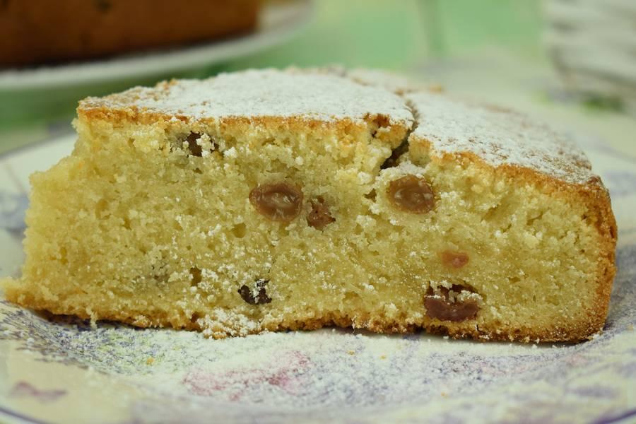Ванильный пирог с изюмом