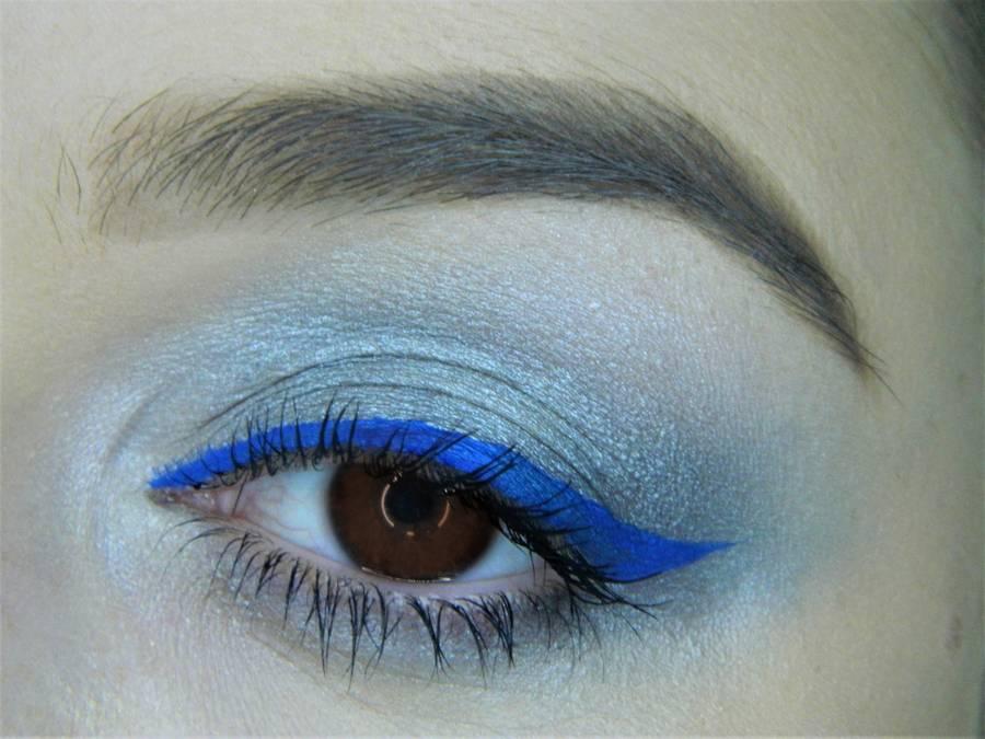 Холодный макияж для карих глаз