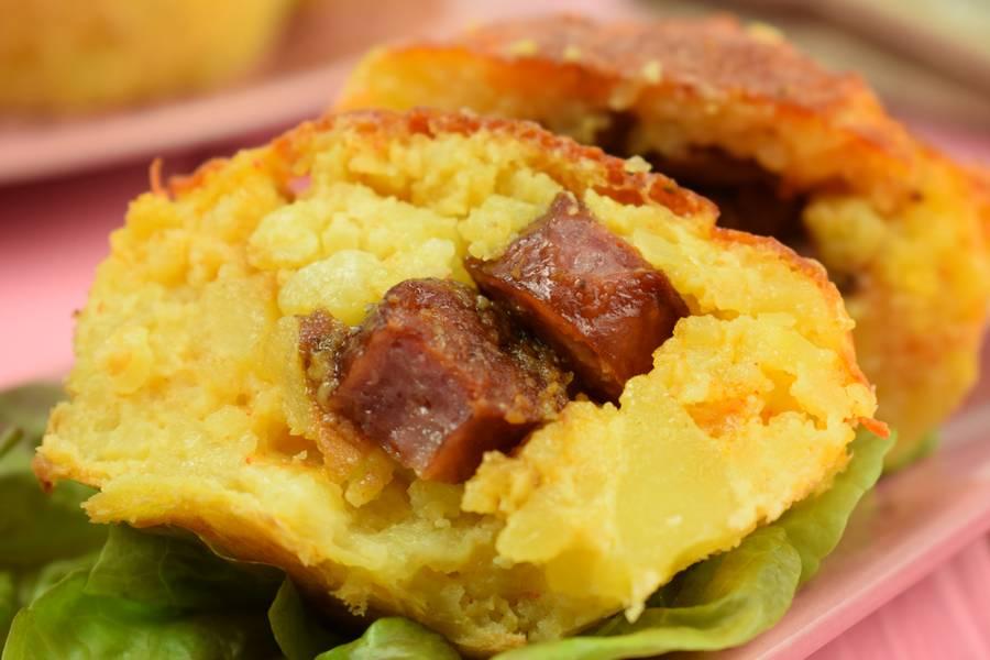 Картофельные маффины с охотничьими колбасками