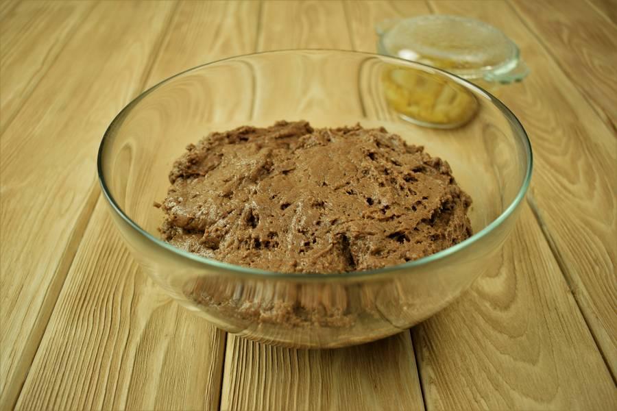 Приготовление шоколадного кекса с изюмом и корицей шаг 4