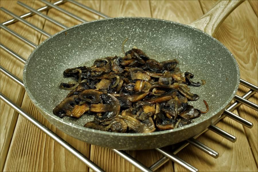 Приготовление в сливках куриной грудки с грибами шаг 6