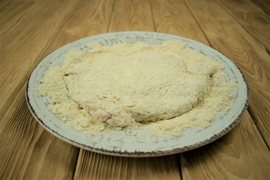 Приготовление жареной куриной грудки в горчичной панировке шаг 3