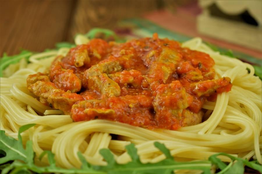 Свиная поджарка в томатном соусе