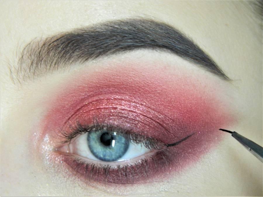 Выполнение макияжа в сливово-красных тонах шаг 10