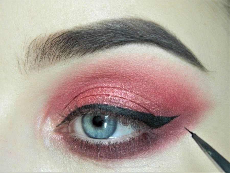 Выполнение макияжа в сливово-красных тонах шаг 11