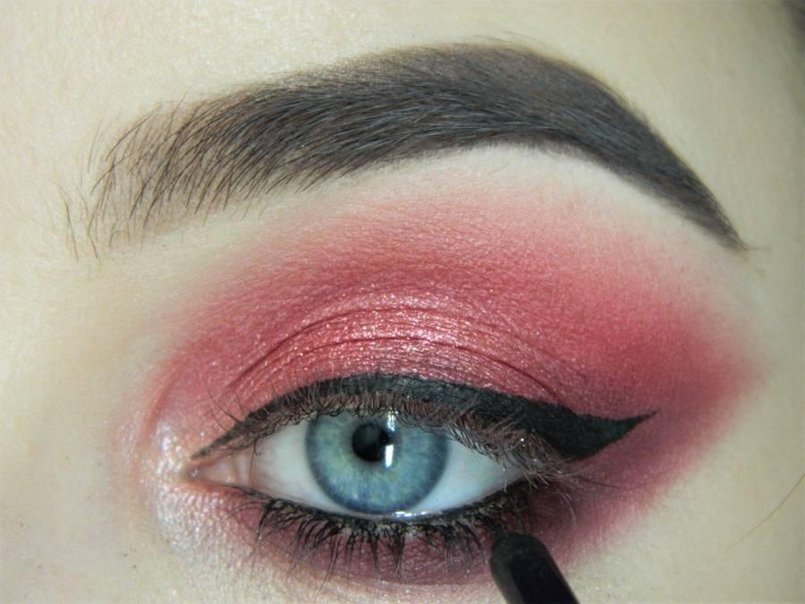 Выполнение макияжа в сливово-красных тонах шаг 12