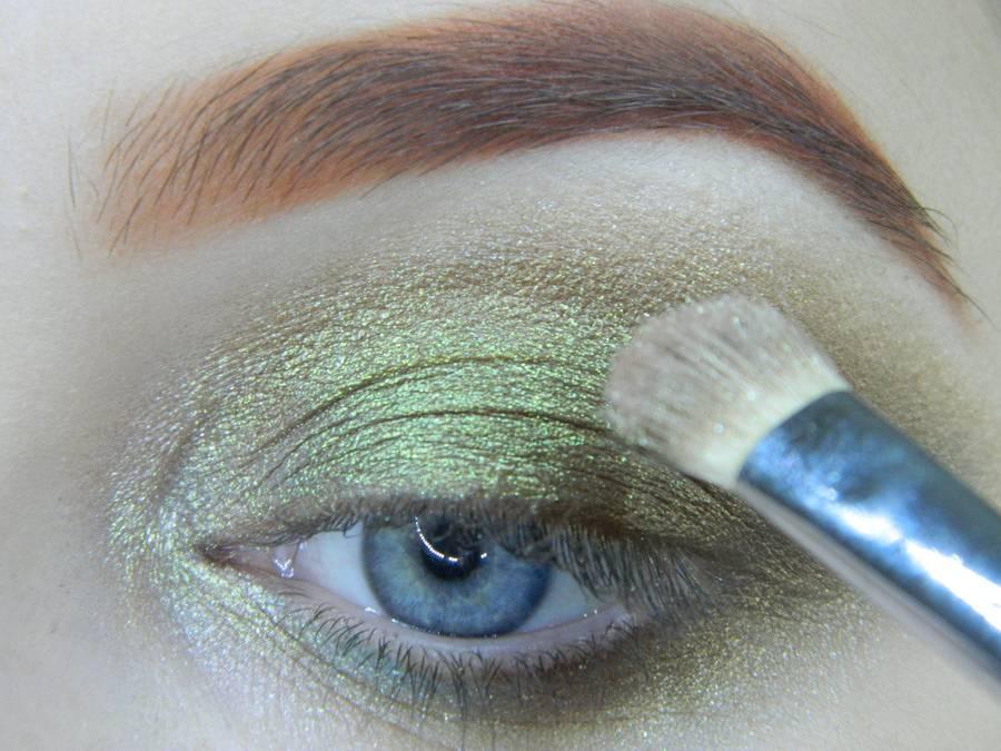 Выполнение золотисто-зеленого смоки на бирюзовой подложке шаг 10