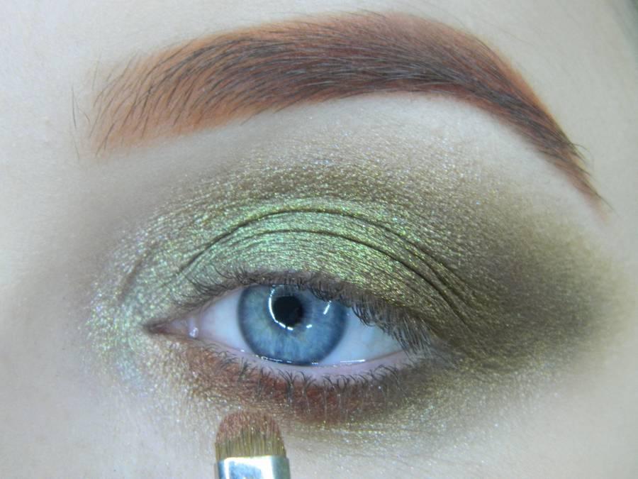 Выполнение золотисто-зеленого смоки на бирюзовой подложке шаг 11