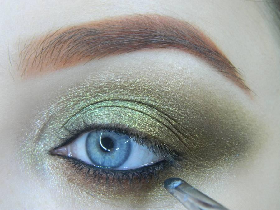 Выполнение золотисто-зеленого смоки на бирюзовой подложке шаг 12