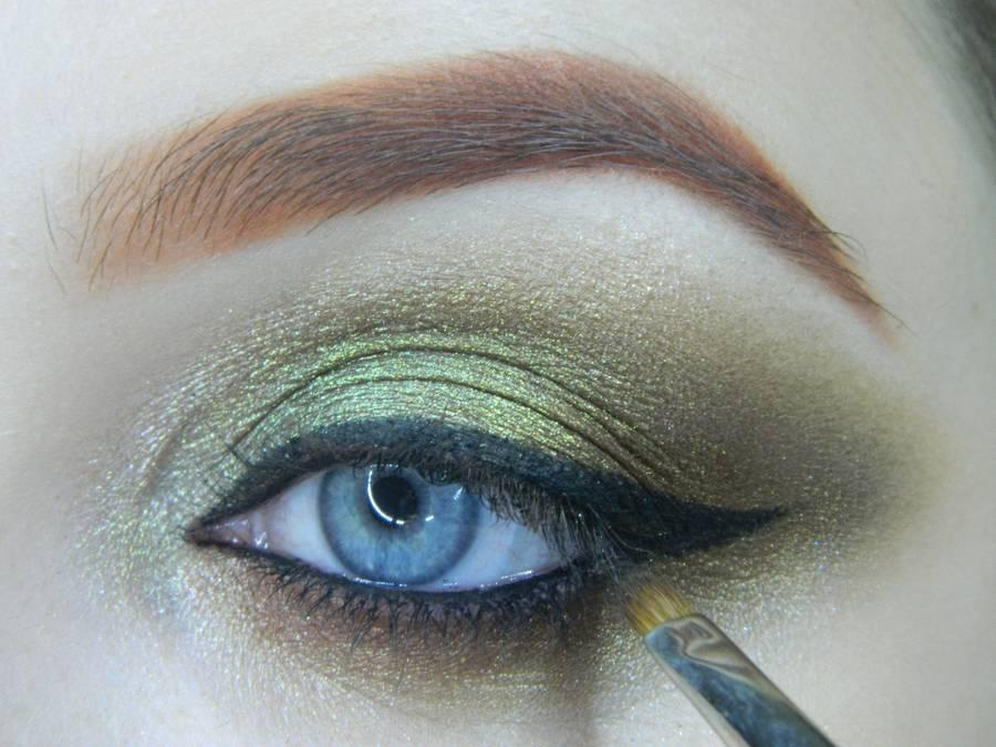Выполнение золотисто-зеленого смоки на бирюзовой подложке шаг 15
