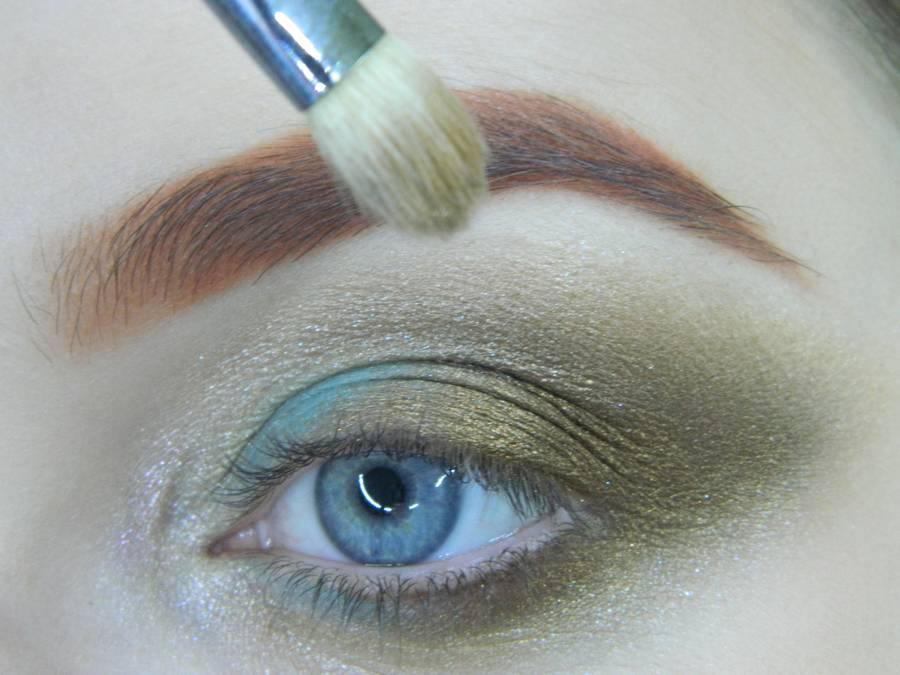 Выполнение золотисто-зеленого смоки на бирюзовой подложке шаг 9