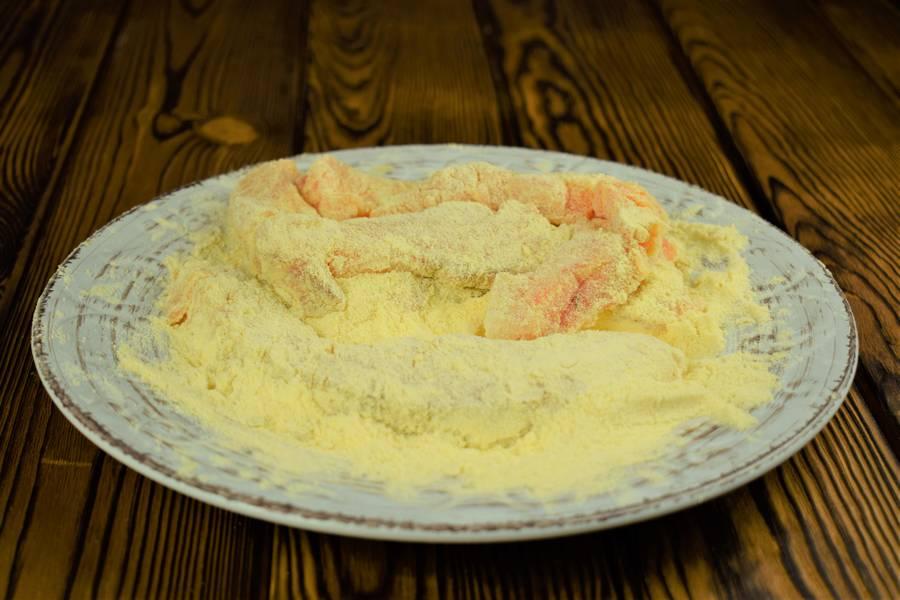 Приготовление лосося с картофелем, в сливочном соусе шаг 2