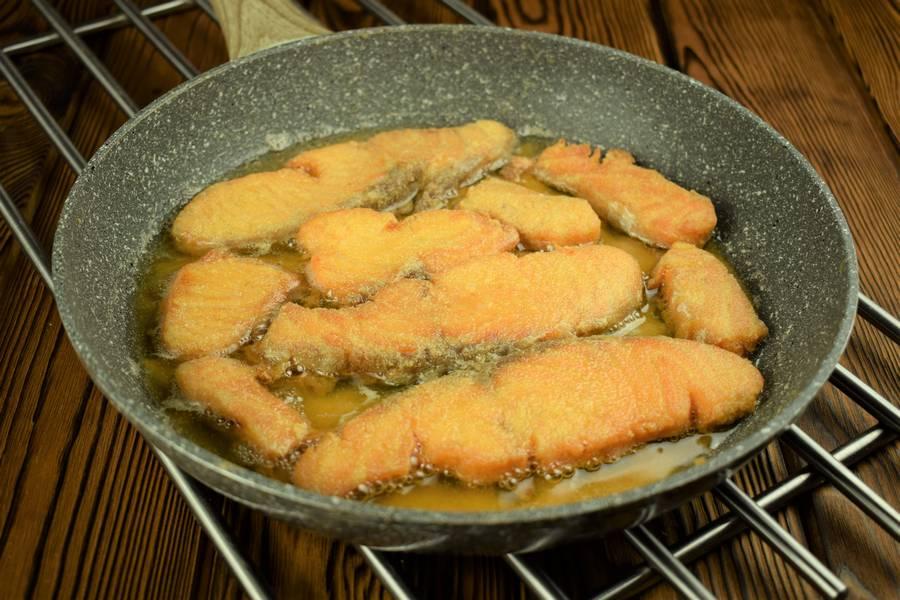 Приготовление лосося с картофелем, в сливочном соусе шаг 3