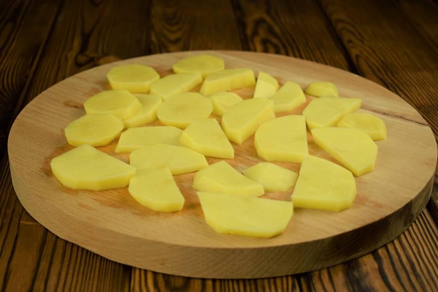 Приготовление лосося с картофелем, в сливочном соусе шаг 4