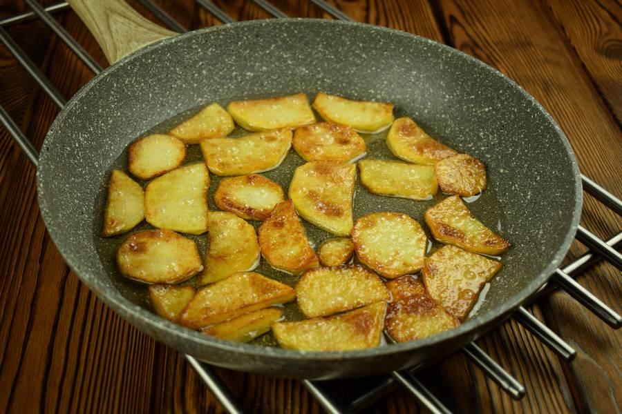 Приготовление лосося с картофелем, в сливочном соусе шаг 5