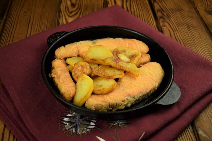 Приготовление лосося с картофелем, в сливочном соусе шаг 8