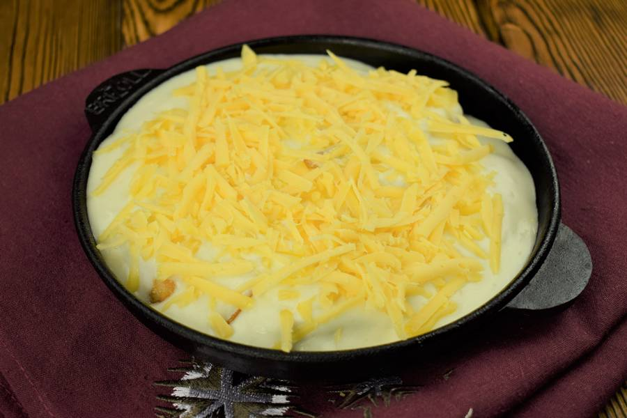 Приготовление лосося с картофелем, в сливочном соусе шаг 9