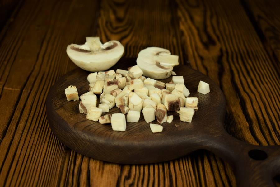 Приготовление картофельной запеканки с грибами шаг 3