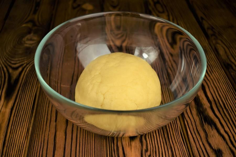 Приготовление песочного пирога с курицей и грибами шаг 2