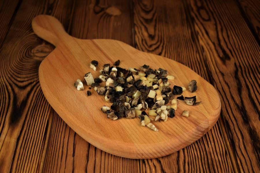 Приготовление песочного пирога с курицей и грибами шаг 4