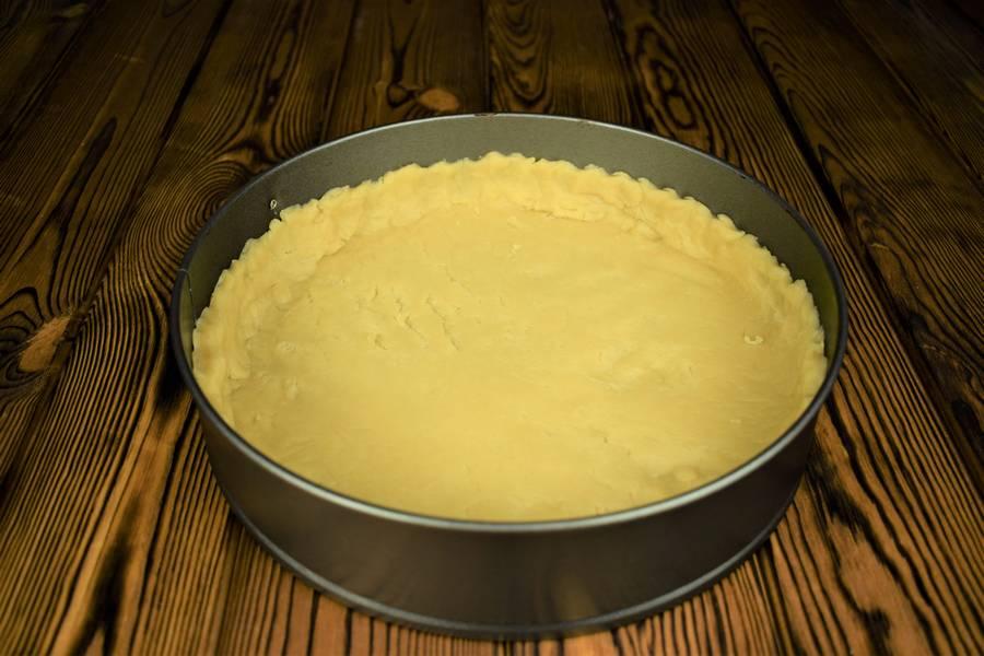 Приготовление песочного пирога с курицей и грибами шаг 7