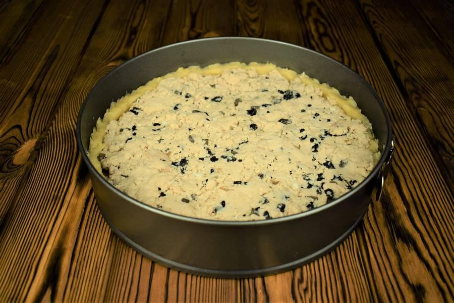 Приготовление песочного пирога с курицей и грибами шаг 8