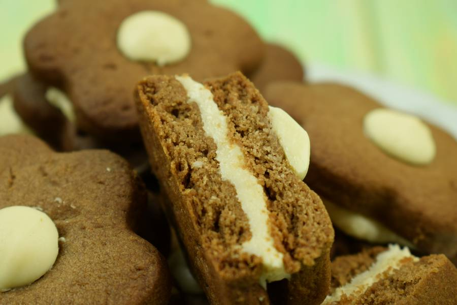 Шоколадное печенье с кокосово-арахисовым кремом