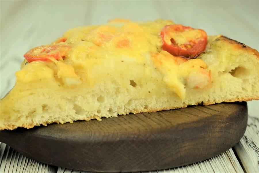Пицца с черри, креветками, рассольной моцареллой
