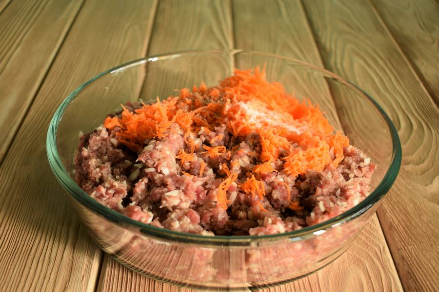 Приготовление рубленого бифштекса с морковью шаг 2